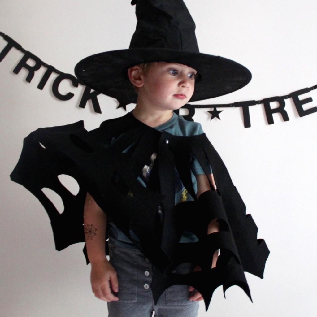 Le DIY de la cape d'Halloween avec Les Maternelles