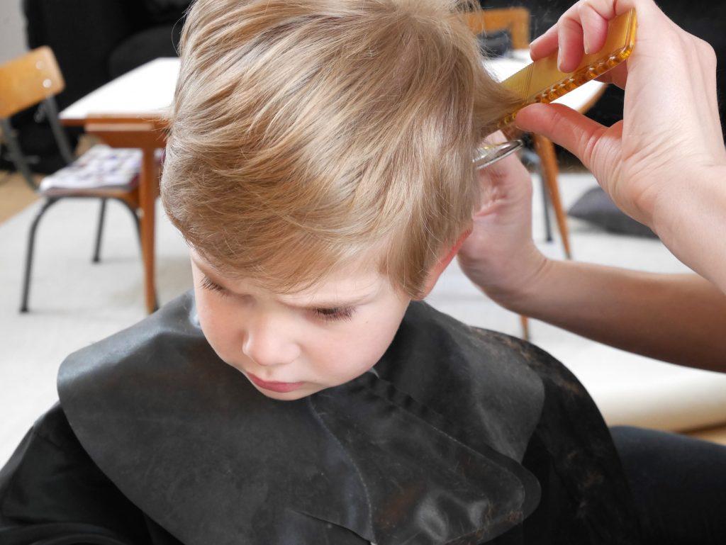 Un coiffeur domicile pour les mamans et les enfants for Couper un miroir