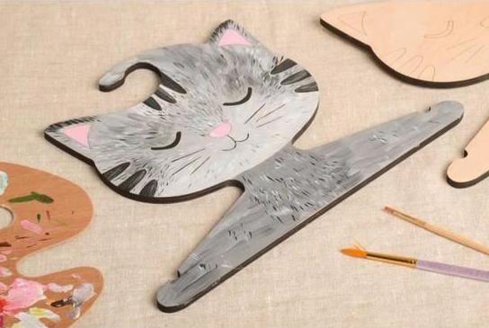 cintre-bebe-fait-main-cintre-pour-enfant